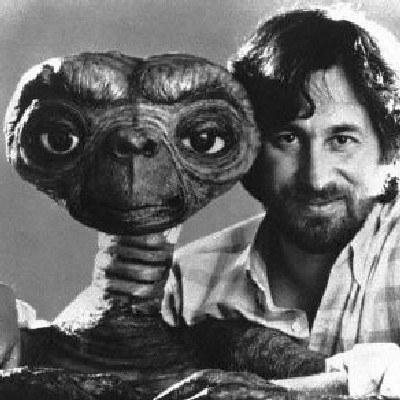 "Steven Spielberg z bohaterem filmu ""E.T"" /AFP"