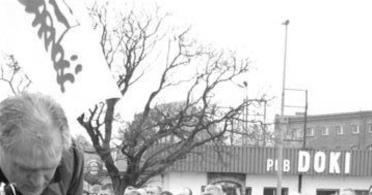 Stoczniowcy w hołdzie ofiar katastrofy w Smoleńsku