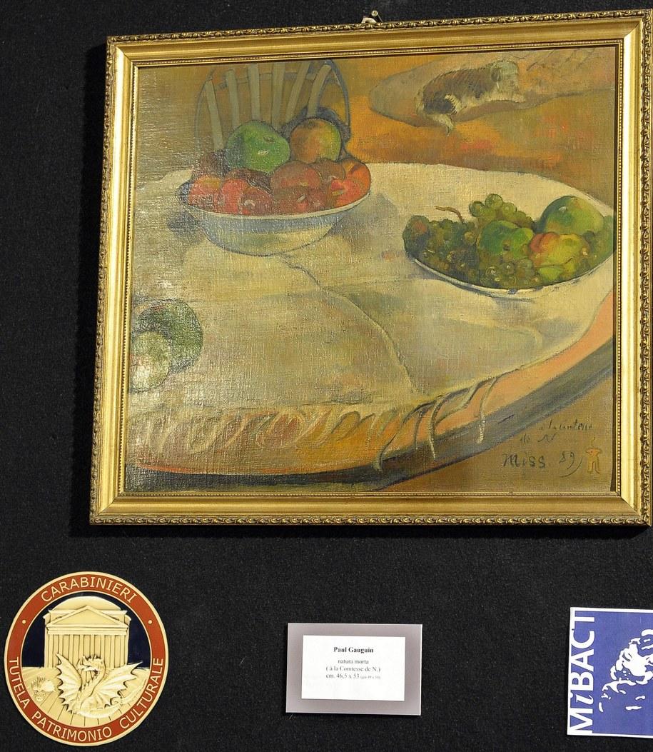Stół z talerzem i miską owoców pędzla Paula Gauguina /CLAUDIO ONORATI    /PAP/EPA