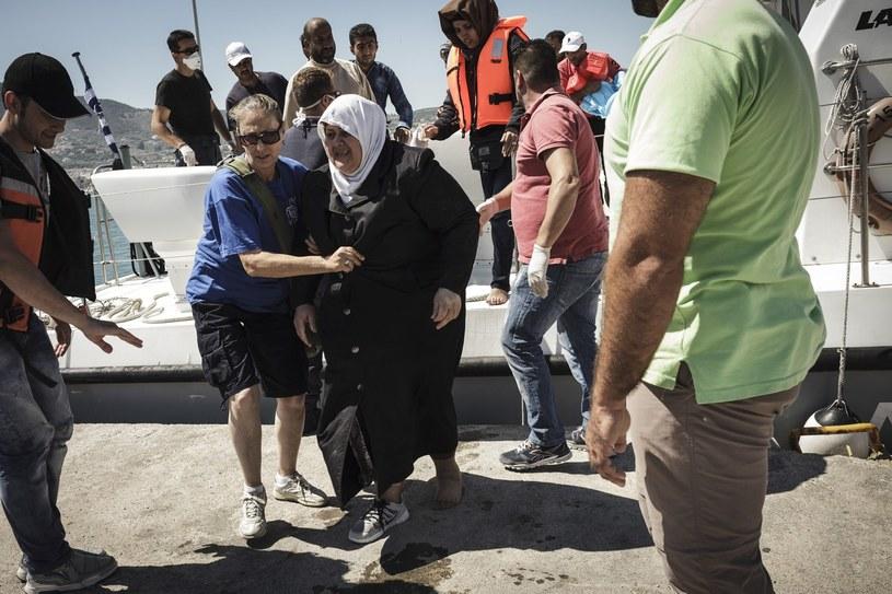 Straż przybrzeżna ratuje setki ludzi przed utonięciem /ACHILLEAS ZAVALLIS /AFP