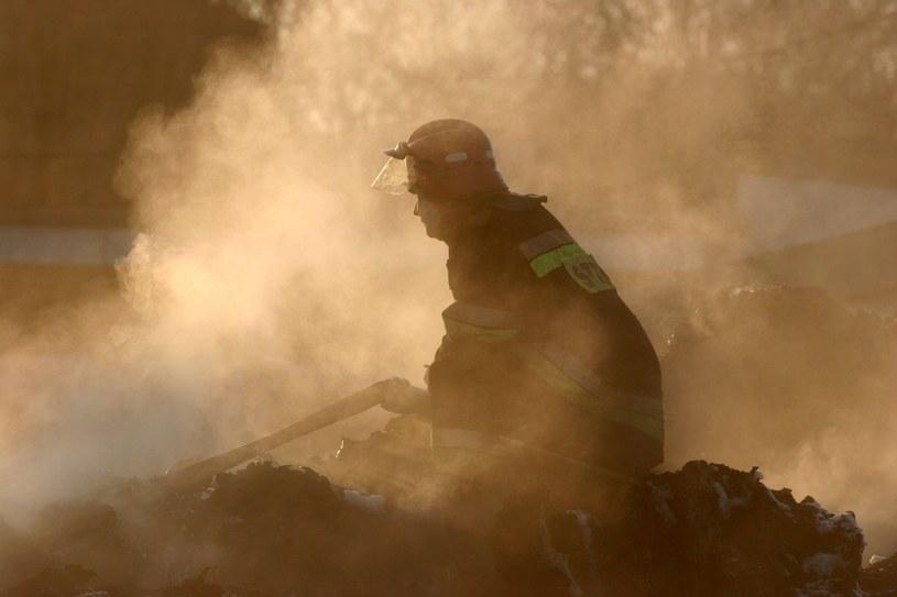 Strażacy gasili pożar wysypiska śmieci w Kartowicach, zdj. ilustracyjne /Adrian Slazok/ /Reporter