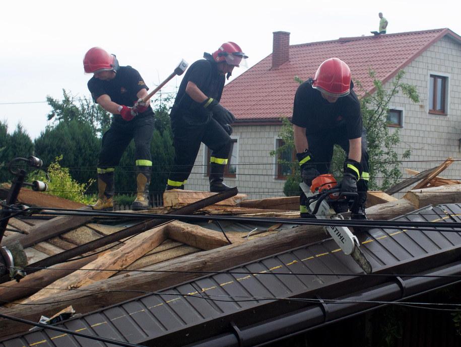 Strażacy usuwają skutki gwałtownej burzy /Michał Walczak /PAP