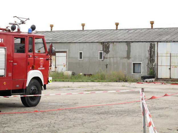 Strażacy zabezpieczają magazynowane substancje /Adam Górczewski /RMF FM