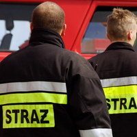 Strażak-bohater. Uratował 77-latkę z płonącego mieszkania