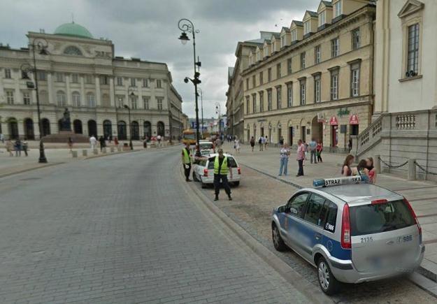Strażnik miejski, który zatrzymał samochód Google'a z miejsca stał się bohaterem polskiego internetu /Internet