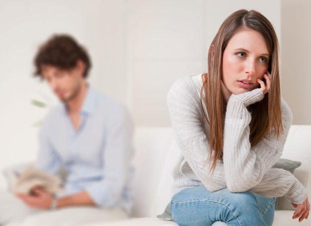 Stres może źle wpływać na twój związek /123RF/PICSEL