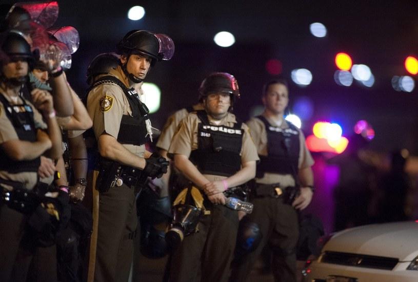 Strzały rozległy się, kiedy policja próbowała rozpędzić tłum blokujący ruch drogowy /PAP/EPA