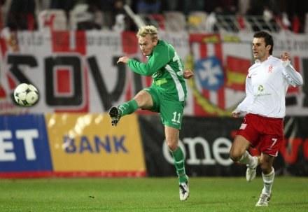 Strzela Sebastian Mila - jeden z bohaterów meczu z ŁKS-em, fot: Sebastian Borowski /Agencja Przegląd Sportowy