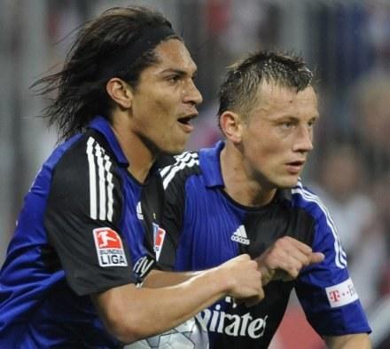 Strzelcy bramek dla HSV: Guerrero i Olić /AFP