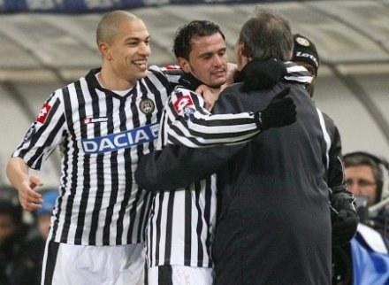 Strzelec gola na 1:1 Pepe dzieli swoją radość z trenerem Pasquale Marino. Fot. Adam Ciereszko. /INTERIA.PL/PAP