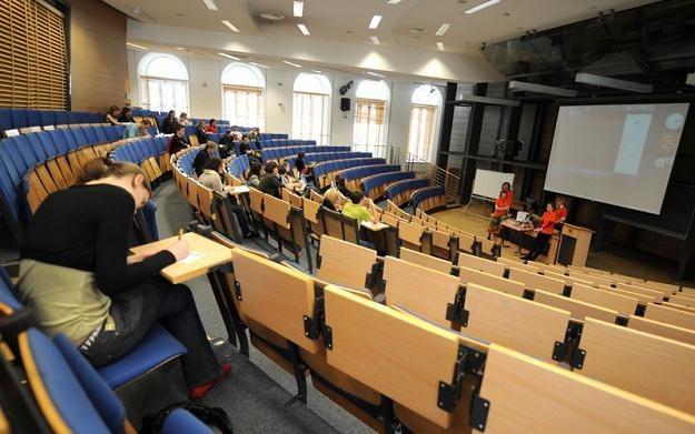 Studenci coraz częściej wybierają kierunki, po których łatwiej można znaleźć pracę, fot. Lech Gawuc /Reporter