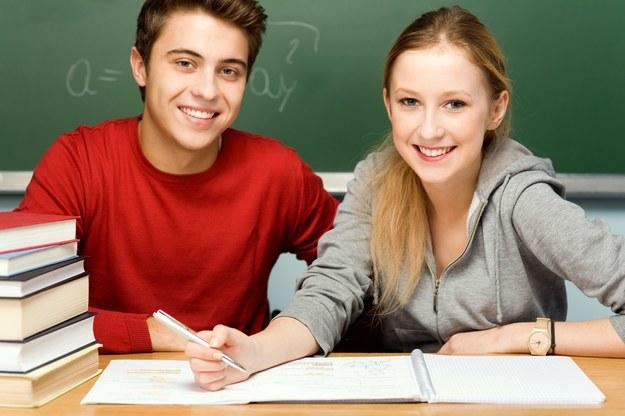 Studenci mogą bez większych problemów podjąć pracę, najczęściej tymczasową /123RF/PICSEL
