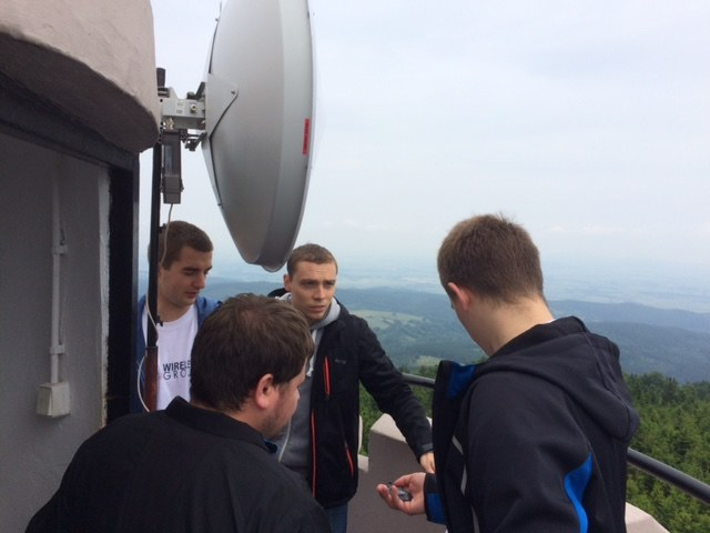 Studenci Politechniki Wrocławskiej na szczycie Wielkiej Sowy /Bartłomiej Paulus /RMF FM