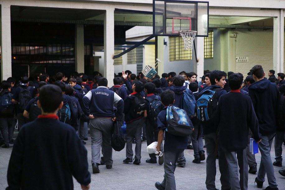 Studenci w Santiago ewakuowani po wstrząsach /MARIO RUIZ /PAP/EPA