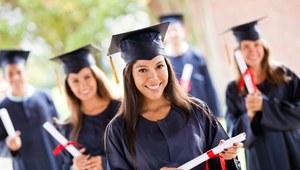 Studia dają pracę i lepszą płacę - prawda czy mit?