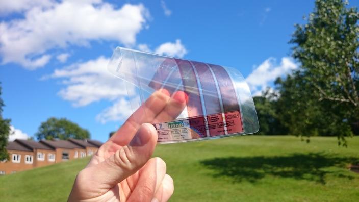Stworzony arkusz grafenu to najlżejszy i najcieńszy materiał, jaki kiedykolwiek stworzono /Fot. Uniwersytet w Surrey /materiały prasowe