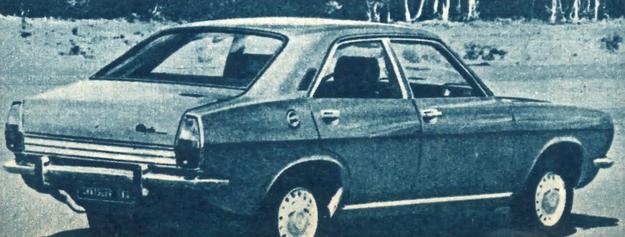 """Stylizacja tylnej części wozu według panującej obecnie mody """"fast-back"""". /Chrysler"""