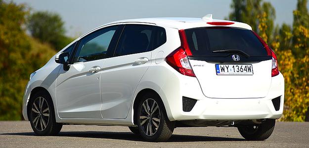 Stylizację podporządkowano aerodynamice – współczynnik oporu powietrza wynosi przyzwoite 0,285. Niewielka masa własna: 1066 kg. /Motor