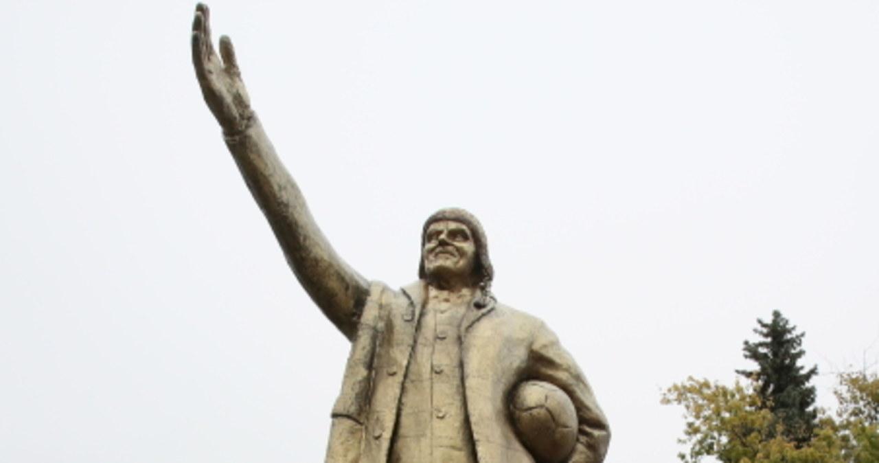 Styropianowy pomnik Tuska stanął przed Sejmem
