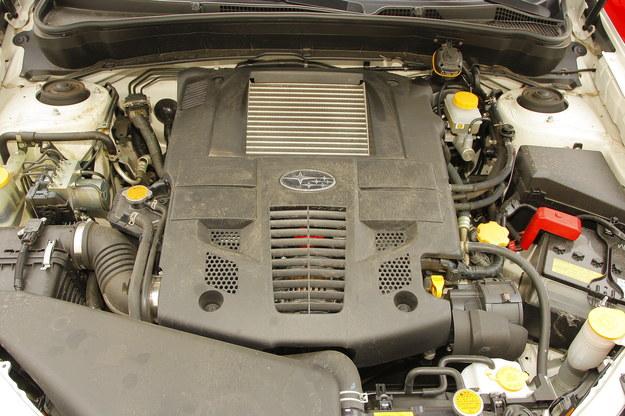SUBARU Wersja benzynowa sporo pali, ale jest trwalsza od diesla. Oczywiście pod warunkiem, że pracuje bez LPG. /Motor
