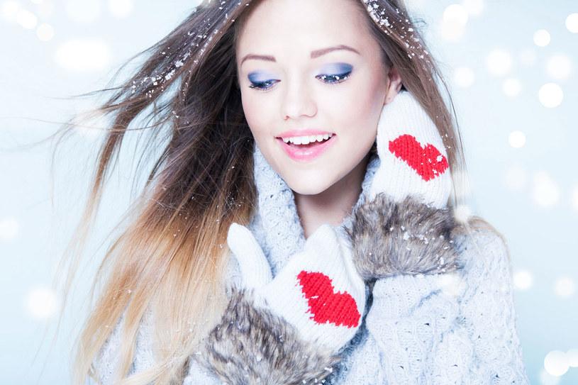 Suche dłonie, pękające skórki, łamliwe paznokcie – zimą to problem wielu kobiet. /123RF/PICSEL