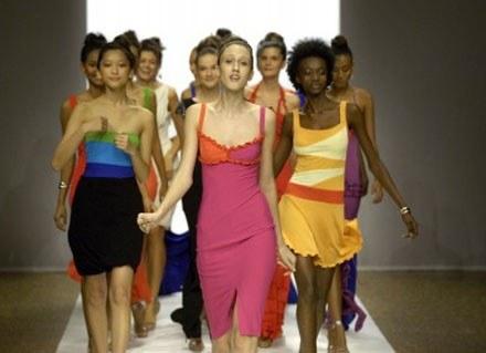 Sukienka jest najważniejszym elementem wiosenno-letniej garderoby /East News/ Zeppelin