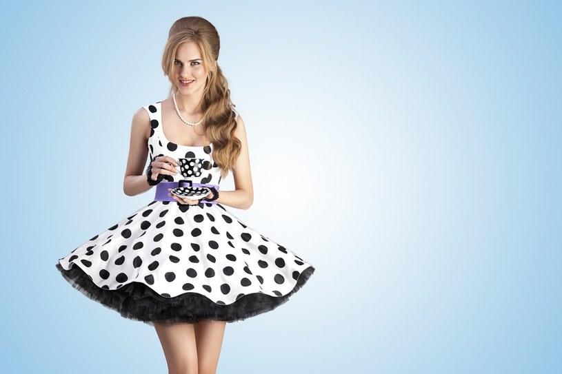 Sukienka w grochy dla każdego /materiał zewnętrzny