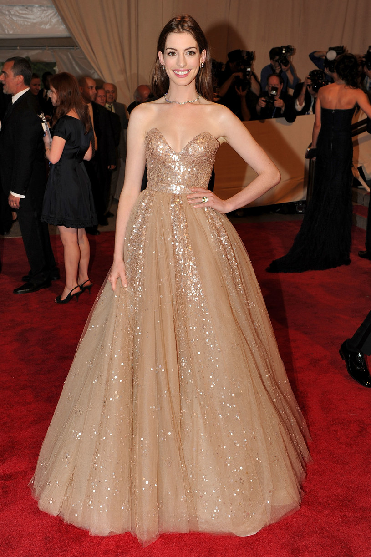 Suknia Anne Hathaway  /Getty Images/Flash Press Media