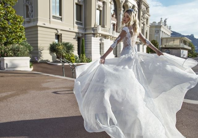 Suknia projektu Alessandry Rinaudo /materiały prasowe