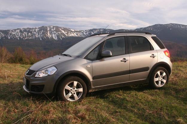 Suzuki SX4 z napędem wszystkich kół nadaje się i do miasta i w góry /INTERIA.PL