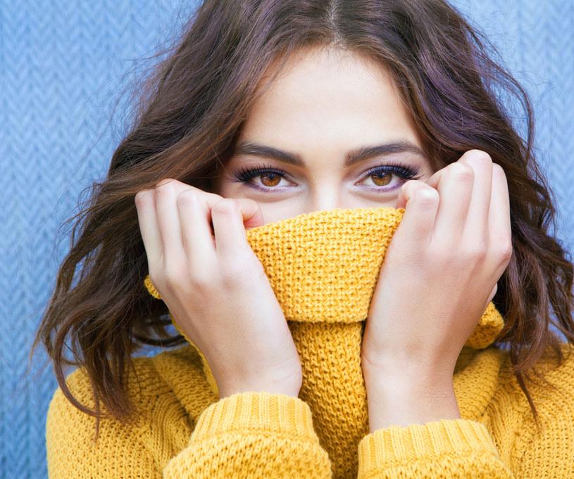 Swetry z golfem to modowa klasyka /123RF/PICSEL
