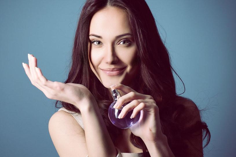 """""""Świat perfum to nie tylko to, co widzimy na półkach w perfumerii. To magiczne laboratoria i nie mająca granic wyobraźnia perfumiarzy"""" /©123RF/PICSEL"""