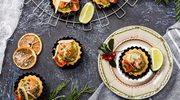 Świąteczne tartaletki razowe z ricottą i łososiem