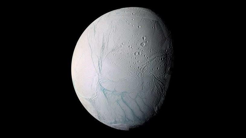 Światy takie jak Enceladus są wypełnione Lodem VII /NASA