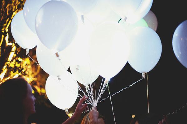 Sylwester już wkrótce - świecące latające balony stworzą klimat, a o północy możecie wypuścić je w niebo. Więcej: https://ekotechnik24.pl/pl/p/Latajace-swiecace-balony./3887 #sylwester