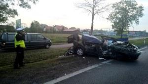 Świecie: Uderzył w ciężarówkę. Nie żyje dwóch pasażerów