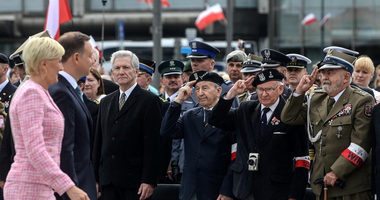 Święto Wojska Polskiego. Prezydent odsłonił tablicę upamiętniającą Żołnierzy Wyklętych