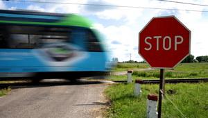 Świętokrzyskie: Wypadek na przejeździe kolejowym. Dwie ofiary