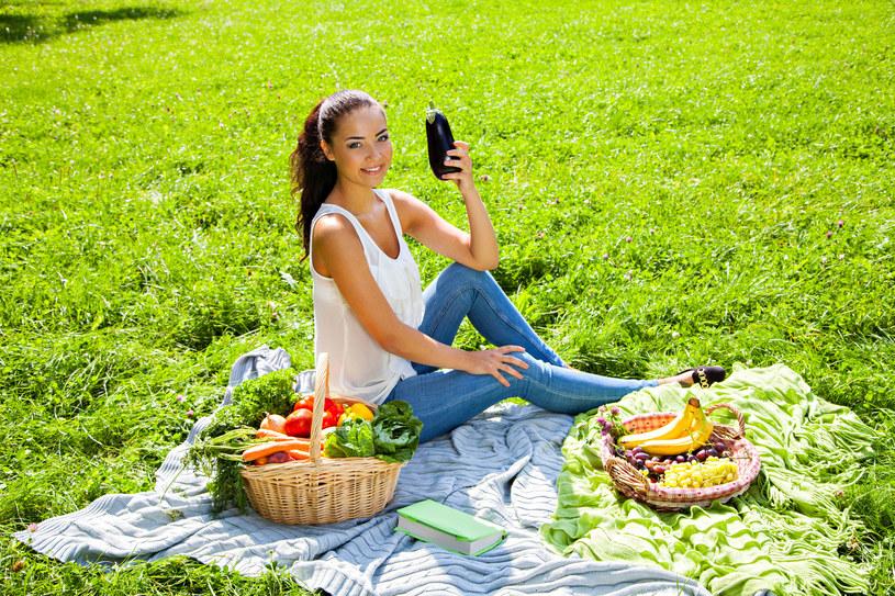Świeże warzywa i owoce zawierają całą gamę niezbędnych witamin /123RF/PICSEL