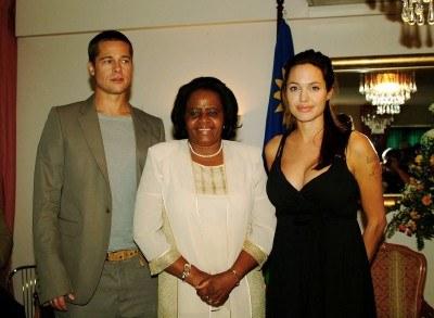 Świeżo upieczeni rodzice spotkali się z pierwszą damą Namibii Penexupifo Pohamby /AFP