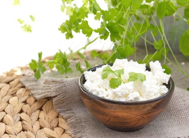 Świeży biały ser /©123RF/PICSEL