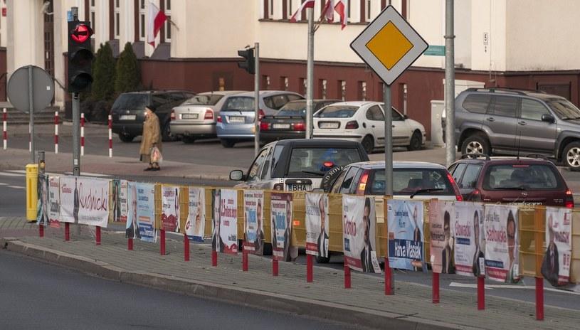 Swoja wiedzę z plakatów wyborczych i ulotek czerpało 60 proc. Polaków, zdj. ilustracyjne /MICHAL KOSC/REPORTER /East News