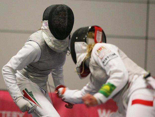 Sylwia Gruchała (z prawej) w pojedynku z Węgierką Gabriellą Vargą /PAP/EPA
