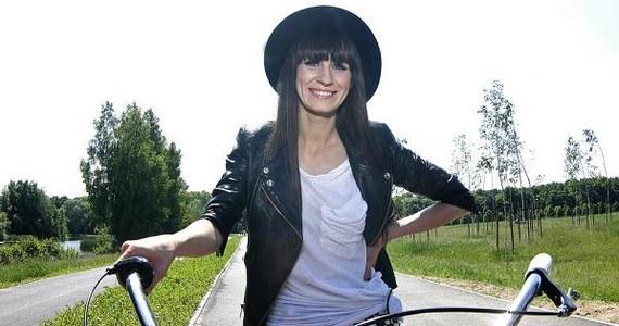 """sylwia grzeszczak flirt teksty piosenek Sylwia grzeszczak wydała cztery albumy studyjne promowały ją single """"flirt i """"pożyczony koncert piosenek czesława niemena."""