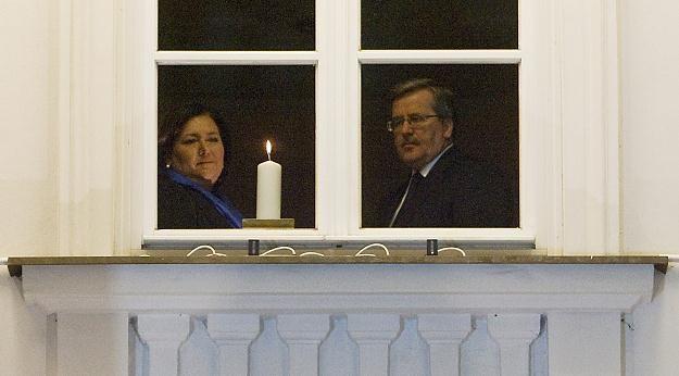 Symboliczna świeca w oknie Belwederu, fot. P. Kula /PAP