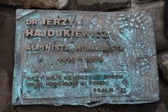 Symbolicznym cmentarzu ofiar Tatr pod Osterwą