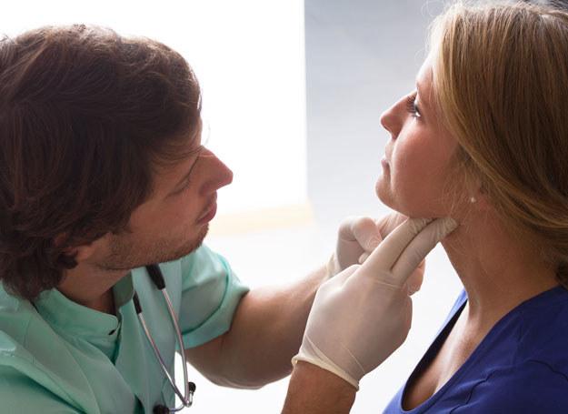 Symptomy niedoczynności tarczycy łatwo pomylić z objawami innych chorób /©123RF/PICSEL