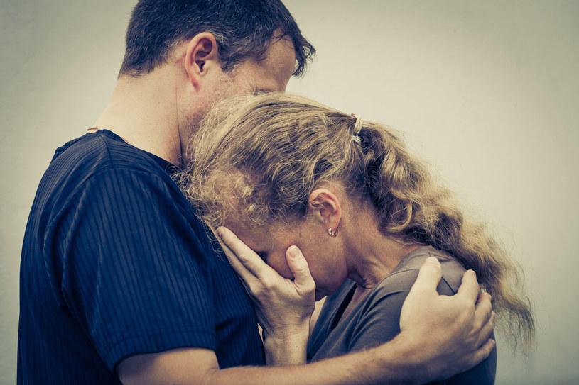 Syn spotyka się z dziewczyną z patologicznej rodziny