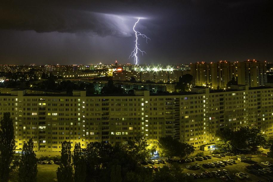 Synoptycy ostrzegają przed kolejnymi burzami. Mają nadejść już tej nocy /Łukasz Ogrodowczyk /PAP
