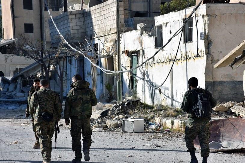 Syryjscy żołnierze w Aleppo /PAP/EPA